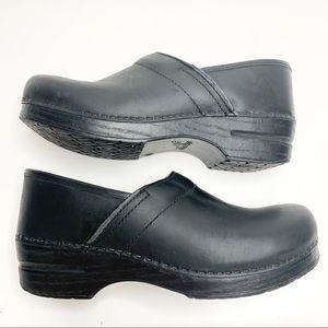 Dansko Oiled Leather Black Clogs Size 41